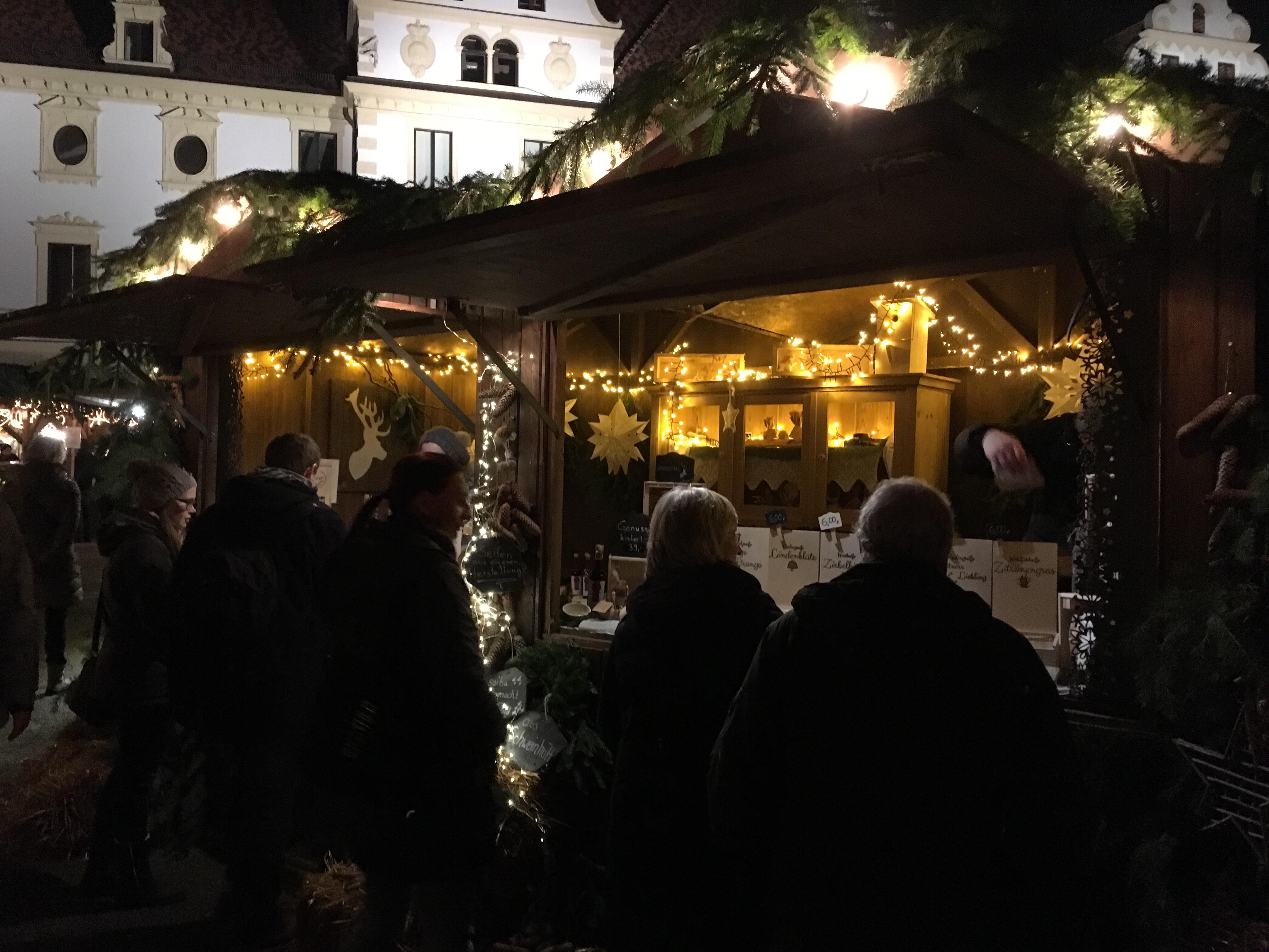 romantischer weihnachtsmarkt auf schloss thurn und taxis in regensburg woidsiederei. Black Bedroom Furniture Sets. Home Design Ideas